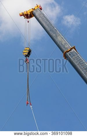 Mobile Crane Boom Hook With Chains Construction Equipment