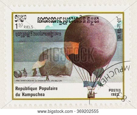 Seattle Washington - May 28, 2020: Cambodia Stamp With 1897 Hydrogen Air Balloon 'oernen