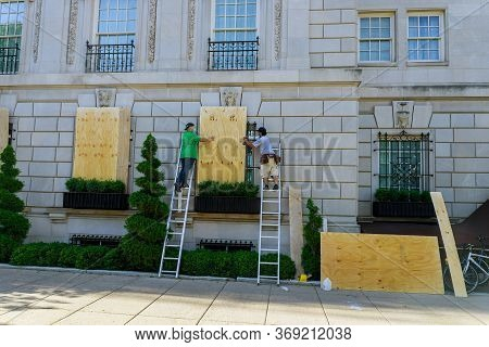 Washington D.c., Usa - May 31, 2020: Protesters March In Washington D.c. Clogging Windows At Shops I