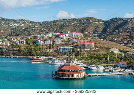 Charlotte Amalie, St. Thomas, Usvi - April 30, 2019: Long Bay Marina And Hillside Apartment Building