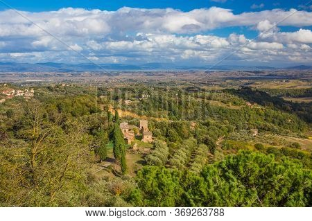 Autumn Landscape In Tuscany, Italy. Beautiful View With A House In The Dorcia Valley, Surrounded By