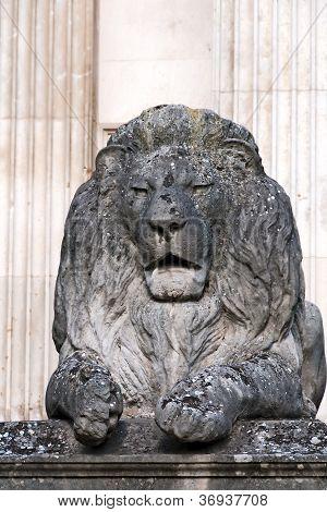 Statue of stone lion