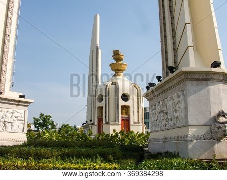 Bangkok,april 15 2018 : The Democracy Monument Is A Public Area Public Monument In  Bangkok, Thailan