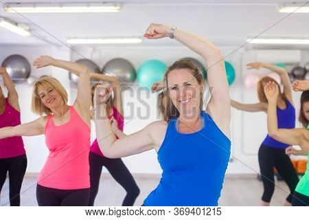 healthy women excreting in gym class
