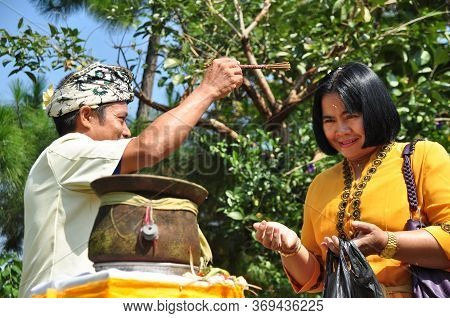Bogor, Indonesia - September 11, 2011: Hindus People Conducting A Hindus Religious Ceremony At Parah