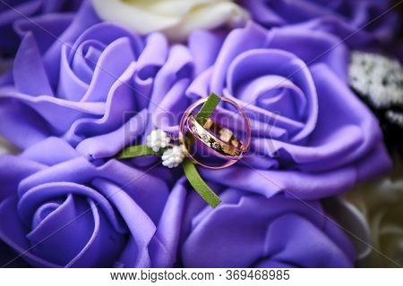 Wedding Ring,engagement Ring,couple Rings,diamond Ring,white Bokeh,purple Background
