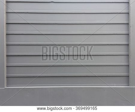 Grey Color Prefabricated Fence On The Beam Structure