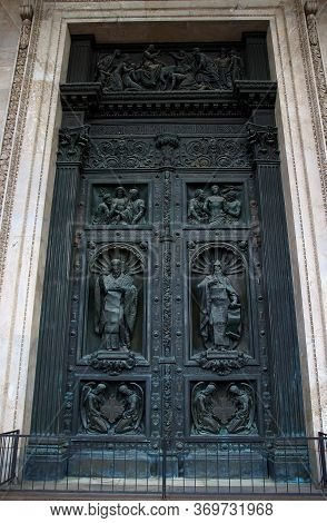 St. Petersburg, Russia - August 04, 2019: Carved Bronze Gates Of The Saint Isaac's Cathedral In Sain