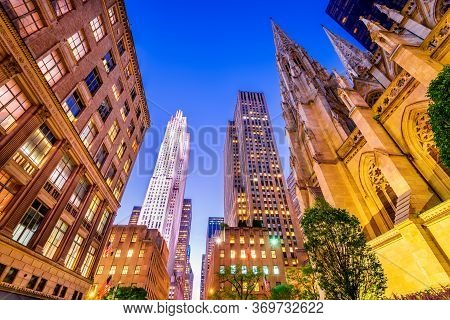 New York, Usa - St. Patrick Cathedral And Atlas Onf 5th Avenue, Manhattan
