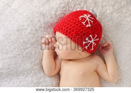 Newborn Baby  Wearing A  Hat Like  A For Christmas Tree.