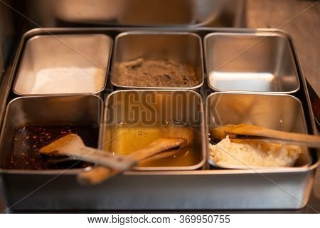 Flavoring With Aluminium Tray In The Restaurant.