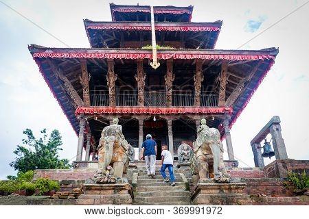 Kathmandu,nepal - August 15,2019: Hindu Devotees At Uma Maheshwor Temple Of Kritipur Kathmandu Nepal