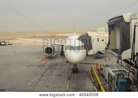 maintenance of civil aircraft in airport of San Francisco
