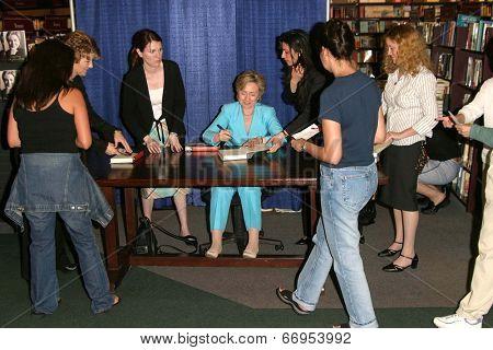 PASADENA - JUN 29: Hillary Rodham Clinton at a book signing of 'LIVING HISTORY' by Hillary Rodham Clinton on June 29, 2003 at Vroman's in Pasadena, California