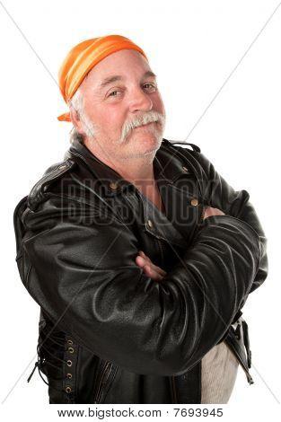 Gangmitglied in lächelnd biker