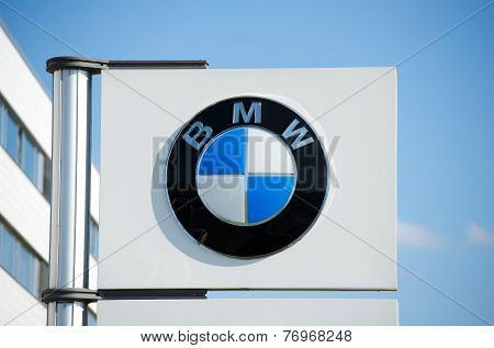 BMW dealership logo