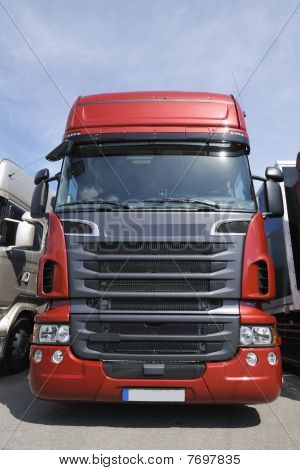 truck, frontal view