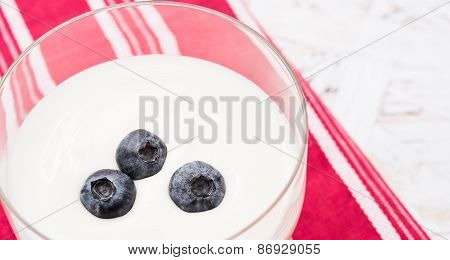 Yogurt with blackberry