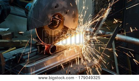 iron pipe cutting saw for metal with bright sparks