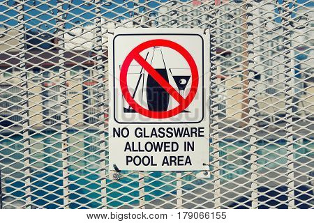 No drink or no glassware sign allowed in pool area