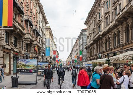 Peoples Are Walking Along The Decorated Dante Avenue In Milan
