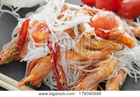 cellophane boiled with grilled shrimp and spices and tomato in Chinese