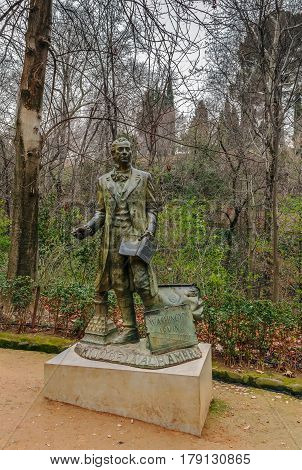 Sculpture is dedicated to the figure of the famous New York writer Washington Irving Granada Spain