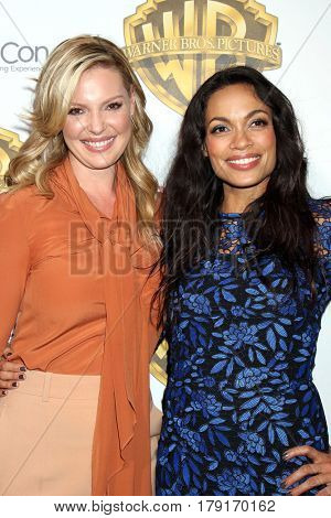 LAS VEGAS - MAR 29:  Katherine Heigl, Rosario Dawson at the Warner Bros CinemaCon Photocall at the Caesars Palace on March 29, 2017 in Las Vegas, NV