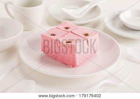 Sali Cake In White