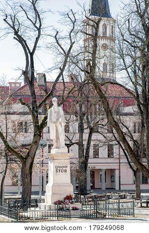 LEVOCA SLOVAKIA - MARCH 19: Statue of Ludovit stur and St. James church in historic centre of city on March 19 2017 in Levoca