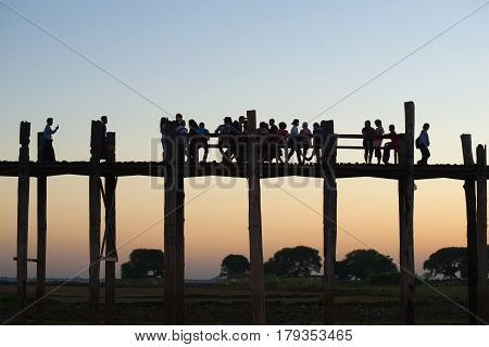 AMARAPURA, MYANMAR - DECEMBER 20, 2016: Waiting for the sunset on the U Bein bridge