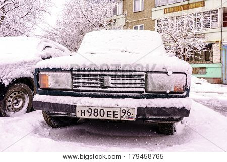 RUSSIA, YEKATERINBURG - MARCH 30, 2017: Cars after a winter snowstorm in Yekaterinburg (Ekaterinburg), Russia