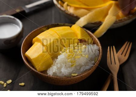Khao Niew Ma Muang Mango and sticky rice Thai Dessert