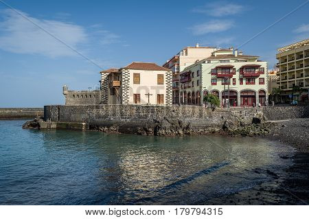 Playa del Muelle bay and museum of contemporary art in Puerto de la Cruz. Tenerife island, Spain.