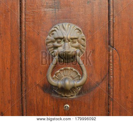 Vintage old knock on the wooden door