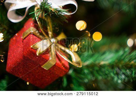 Decorated Chrismas Tree, New Year. Chrismas Lighs Closeup