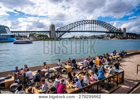 23th December 2018, Sydney Nsw Australia: People Enjoying A Hot Summer Day At Sydney Opera House Out