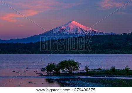 Scenic View Of Villarrica Volcano In Chile Patagonia Sunset Patagonia