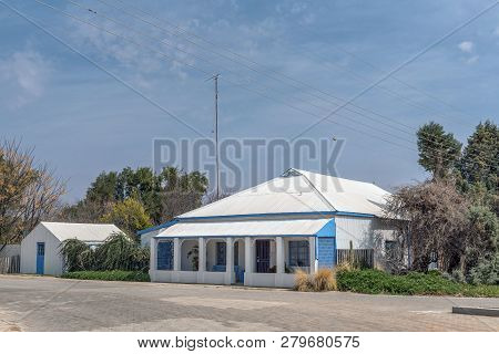 Hopetown, South Africa, September 1, 2018: A Street Scene, With An Old House And Barn, In Hopetown I