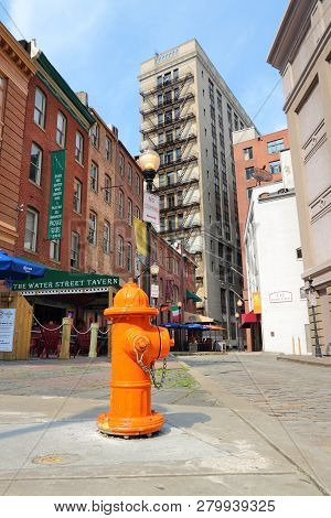 Baltimore, Usa - June 12, 2013: Street View In Downtown Baltimore. Baltimore Is The Largest City In