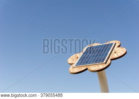 Solar Cell Panel Attached To The Flower Shaped Plank To Collect The Sunlight Energy To Produce Elect