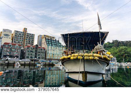 Geoje, South Korea - June 15, 2017: Small Fishing Boat Moors At The Pier In Dsme Harbour In Okpo, Ge