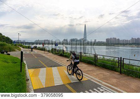 Seoul, South Korea - September 23, 2018: People Bike And Walk On The Seoul Bicycle Path Along The Ha