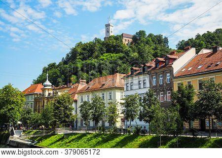 View On Oldtown Buildings, Castle And Ljubljanica River In Ljubljana, Slovenia. Defocused