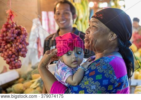 Surabaya, Indonesia - November, 05, 2017: Beautiful Hindu Baby With Her Mother At The Market In Sura
