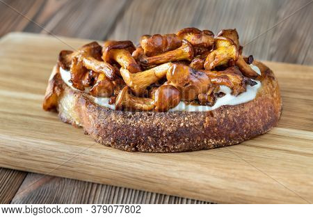 Sandwich With Fried Chanterelles