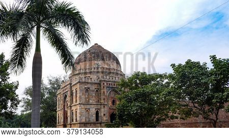 Mughal Architecture Inside Lodhi Gardens, Delhi, India, Arches Inside The The Three-domed Mosque In