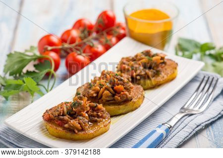 canapes with clam with tomatoes sauce and turmeric spice