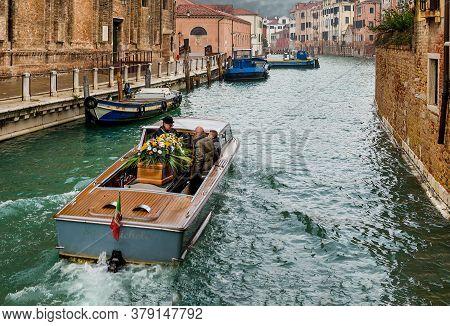 Funeral In Venice. Funeral Hearse Boat With Coffin In Venice Canal. Funeral Gondolas 01.11.2016 Veni