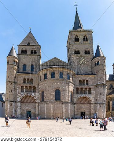 Trier, Rp / Germany - 29 July 2020: Tourists Visit The Catehdral In The Old German Town Of Trier